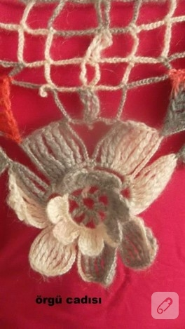 Çiçek motifli örgü şal