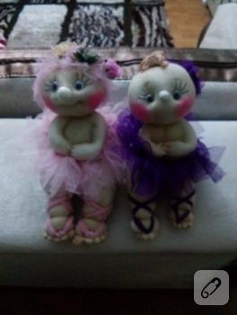 Eskiyen yırtık tül çoraptan balerin bebekler