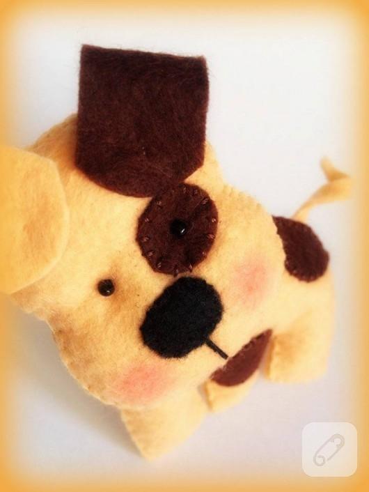 keçe oyuncak köpek