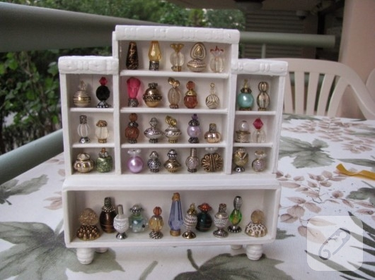 Minyatür parfüm dolabı