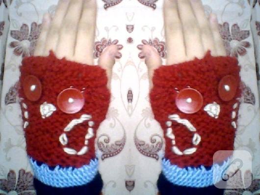 orgu-modelleri-baykus-figurlu-parmaksiz-kirmizi-eldiven