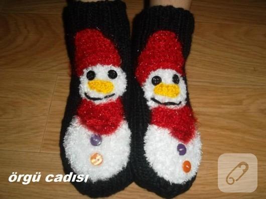 Örgü süslemeli çoraplar