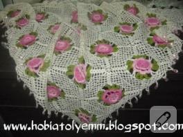 Pembe çiçekli şal