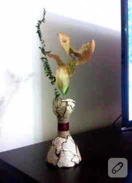 Pet şişe ve kağıttan vazo yapımı
