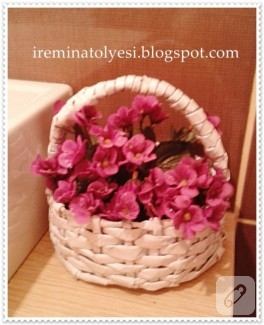 Gazeteden çiçek sepeti