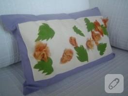 Organze çiçek ve yaprak süslemeli yastık