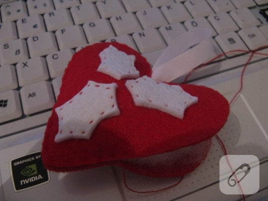 Keçeden kalp iğnelik yapımı