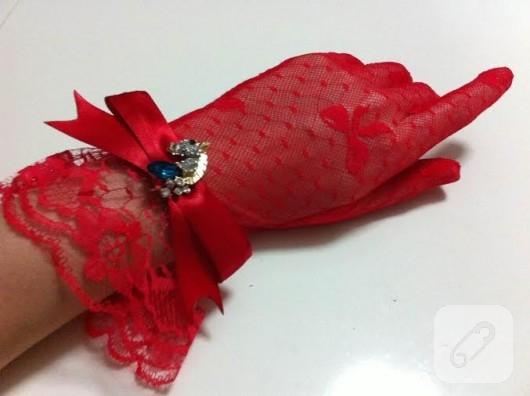 kırmızı dantel eldiven