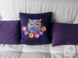 Kurdele nakışı ve kumaş boyama ile baykuşlu yastık