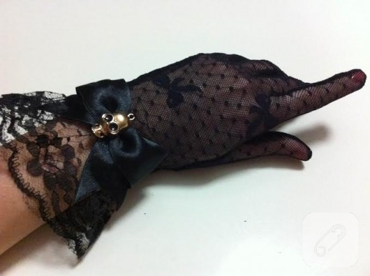 kuru-kafa-suslemeli-siyah-dantel-eldiven