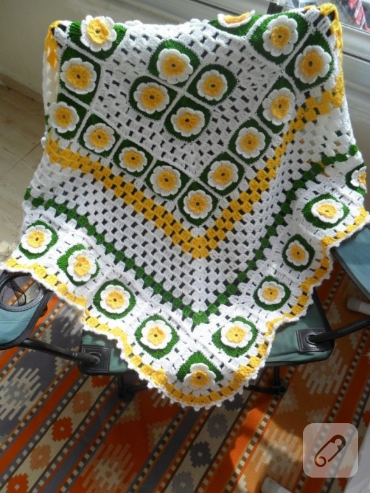 orgu-modelleri-papatya-desenli-battaniye-ornekleri-