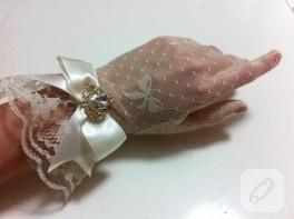 Kristal taşlı ekru dantel eldiven