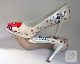 El boyaması ile ayakkabı süsleme