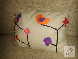 Keçe kuş ve çiçek süslemeli yastık