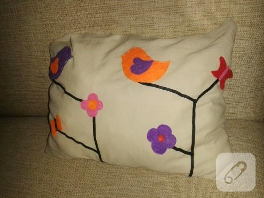 keçe süslemeli yastık