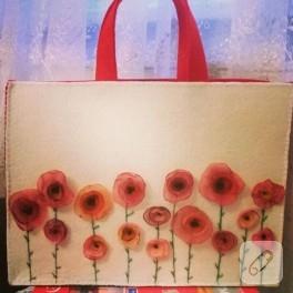 Gelincik tarlası temalı keçe çanta