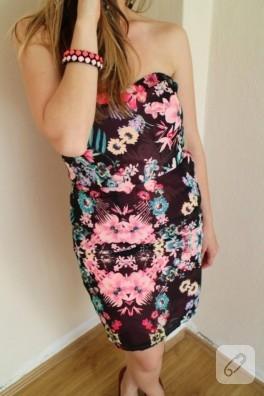 Çiçekli straplez elbise