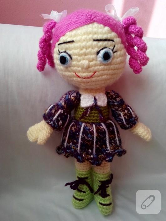 pembe-sacli-amigurumi-bebek-orgu-oyuncak