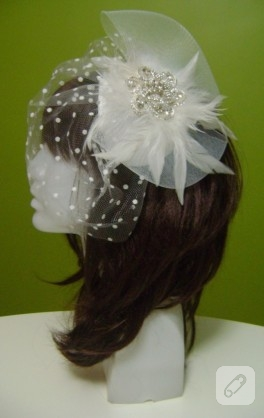 Kristal broşlu beyaz nikah şapkası