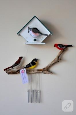 Keçe kuşlu ahşap kuş evi ve rüzgar çanı