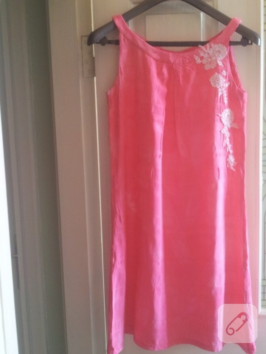 viskon-kumasta-pembe-elbise