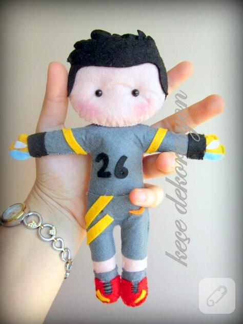 kece-oyuncak-kaleci-bebek-figuru
