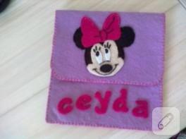 Minnie Mouse süslemeli keçe cüzdan
