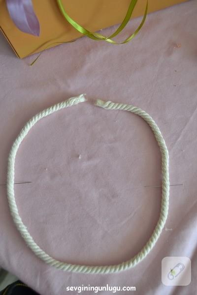 ponpon-ve-halat-ipten-kolye-yapimi-2