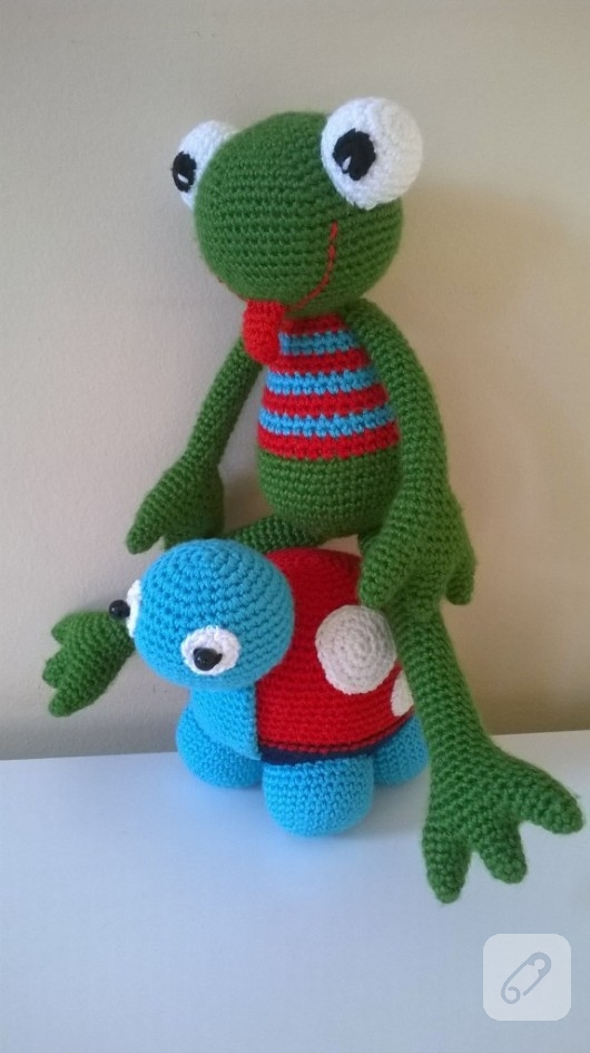 amigurumi-oyuncak-kurbaga-nasil-orulur-3