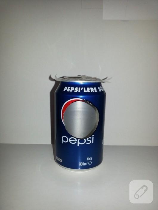 geri-donusum-fikirleri-cola-kutusundan-saat-yapimi-2