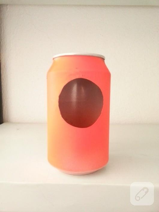 geri-donusum-fikirleri-cola-kutusundan-saat-yapimi-4