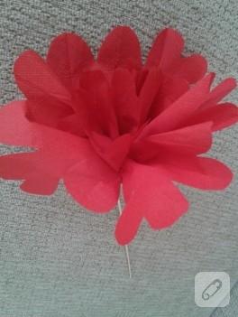 Renkli peçeteden çiçek yapımı