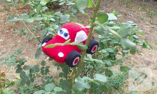 amigurumi-kirmizi-oyuncak-araba-2
