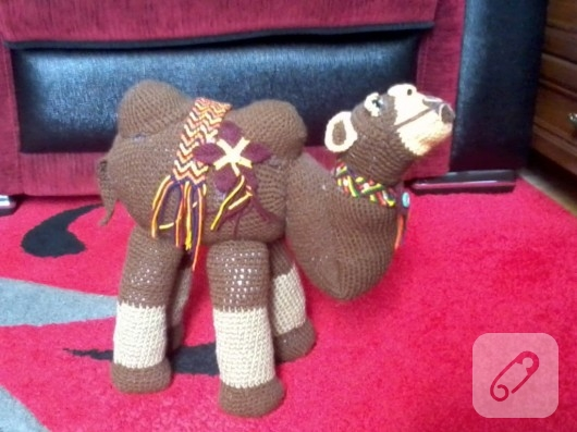 amigurumi-oyuncak-deve