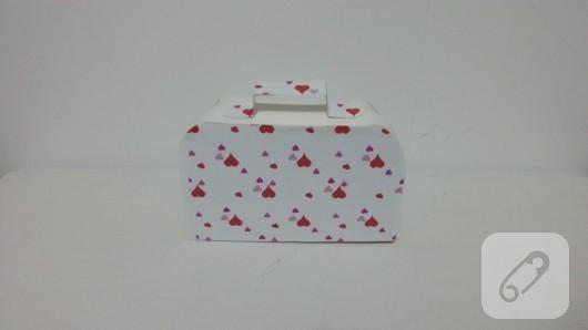 bavul-seklinde-kalpli-hediye-kutusu-yapimi-9