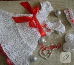 bebek-orguleri-beyaz-elbise