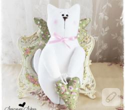 el-yapimi-kumas-oyuncak-kedi