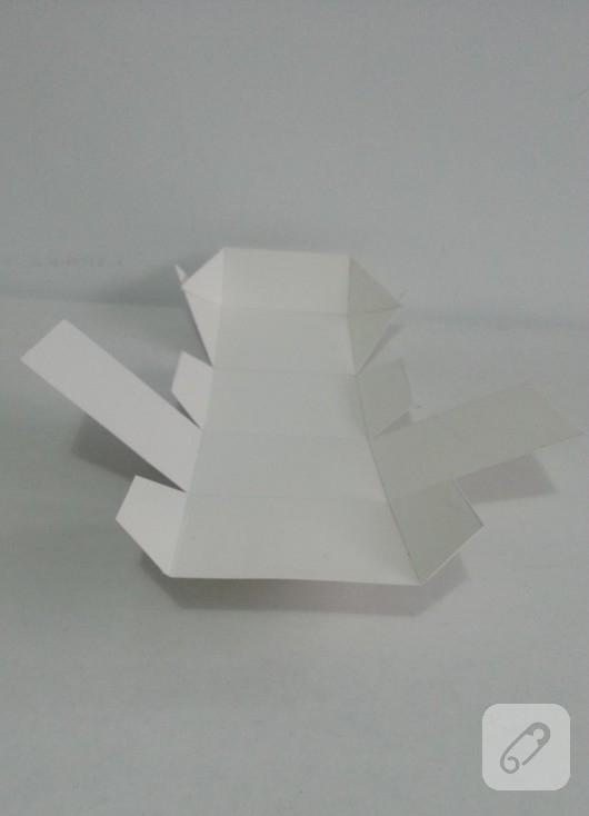 fiyonklu-hediye-kutusu-yapimi-3
