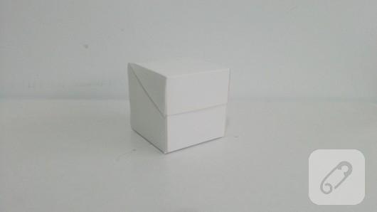 fiyonklu-hediye-kutusu-yapimi-5