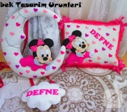 kece-minnie-mouse-pembe-kapi-susu-ve-yastik