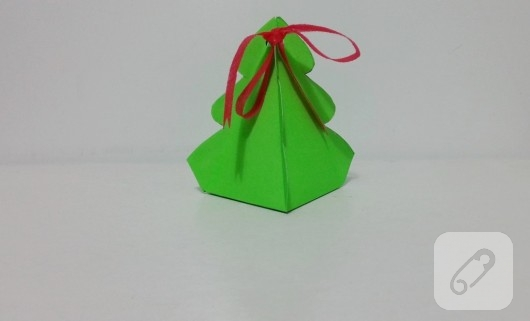 cam-agaci-seklinde-kartondan-hediye-kutusu-yapimi-8