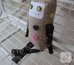 el-yapimi-robot-oyuncak-