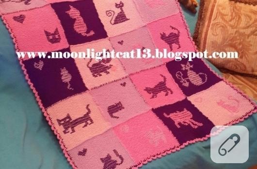kedi-motifli-pembe-orgu-battaniye-modelleri