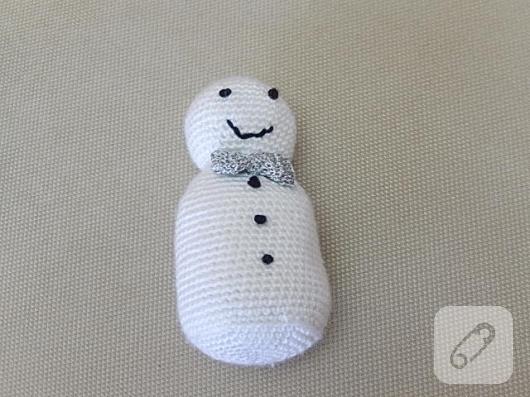 amigurumi-oyuncak-kardan-adam-nasil-yapilir-7