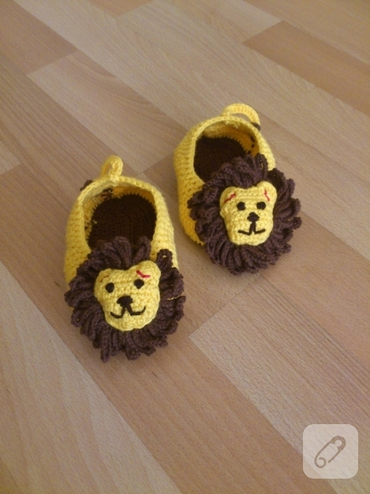 aslanlı-orgu-bebek-patikleri