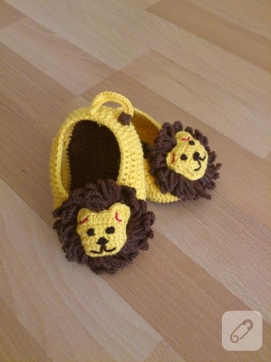 aslanlı-orgu-bebek-patikleri-