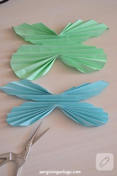 cocuk-etkinlikleri-ponponlu-kagit-kelebek-yapimi-11