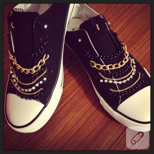 zincirlerle-ayakkabi-susleme-kendin-yap-ayakkabi-yenileme-fikirleri