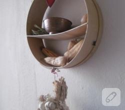 elekten-mutfak-duvar-rafi-geri-donusum-fikirleri