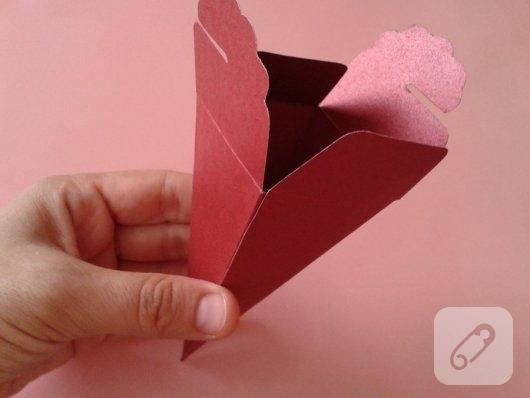 kartondan-hediye-paketi-yapimi-2